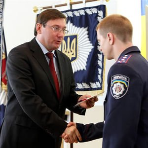 Луценко наградил запорожского милиционера за освобождение рабов (ФОТО), фото-1