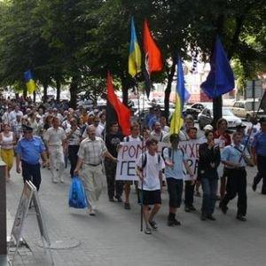 В Запорожье на дне рождения Шухевича отвешивали щелбаны и рвали флаги (ФОТО), фото-2