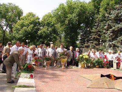 Запорожье почтило память павших  в войне минутой молчания (ФОТО), фото-1