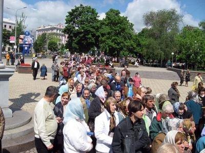 В Донецк привезли мощи святителя Спиридона Тримифунтского. Тысячи горожан хотят прикоснуться к святыне (ФОТО), фото-1
