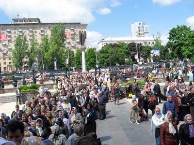 В Донецк привезли мощи святителя Спиридона Тримифунтского. Тысячи горожан хотят прикоснуться к святыне (ФОТО), фото-4