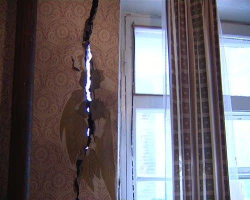 Жилищное бедствие: дом на Совхозной продолжает разрушаться. Жильцов отселили, ждут, когда дом перестанет двигаться, фото-2