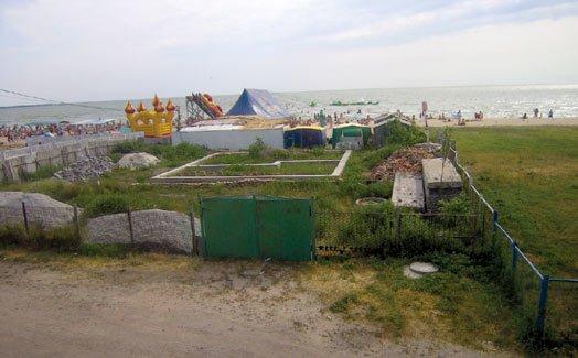 Пляжи на Слободке дерзко захватываются и перегораживаются заборами. Слободчане требуют наведения порядка  (ФОТО), фото-1