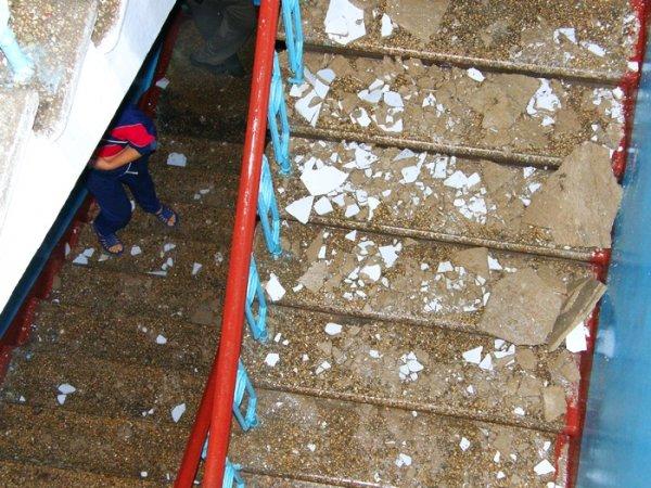 Сегодня в Николаеве в 4-этажке прогремел взрыв – на крыше лопнула труба отопления, квартиры захлебнулись водой (ФОТО), фото-1
