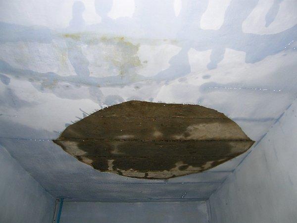 Сегодня в Николаеве в 4-этажке прогремел взрыв – на крыше лопнула труба отопления, квартиры захлебнулись водой (ФОТО), фото-2