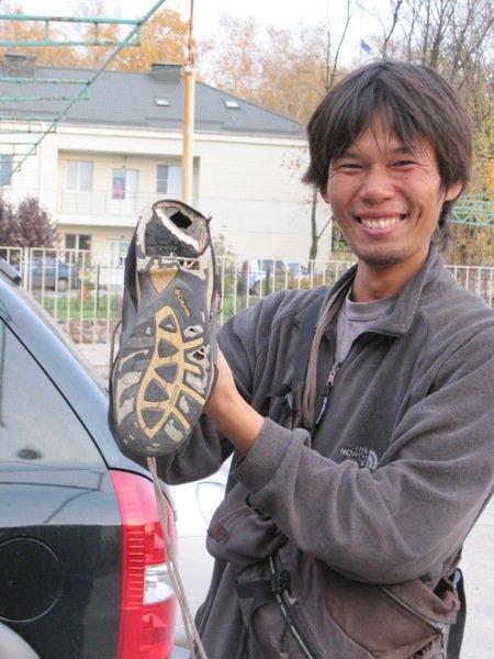 В Украину прибыл японский пешеход. Вчера он был в Мариуполе, а потом через Бердянск - в Одессу (ФОТО), фото-3