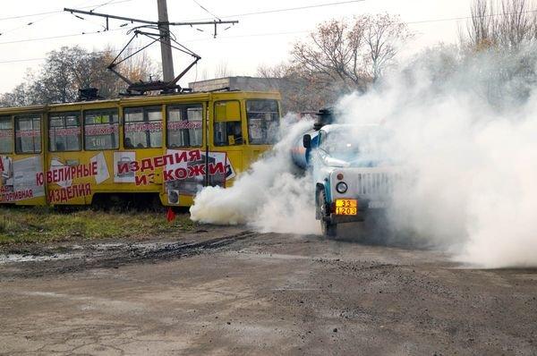 В Енакиево столкнулся бензовоз с трамваем. 5 человек погибли, 44 - травмированы (ФОТО), фото-1