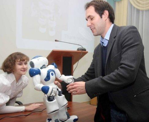 Всего через пару лет роботы вытеснят донецких домохозяек и футболистов (ФОТО), фото-1