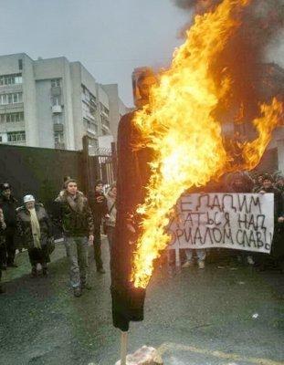 В Симферополе сожгли чучело Михаила Саакашвили (ФОТО), фото-1