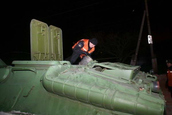 Донецк расчищали от снега БТРы (ФОТО), фото-4