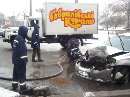 В Запорожье легковушка и троллейбус не поделили дорогу (ФОТО), фото-3