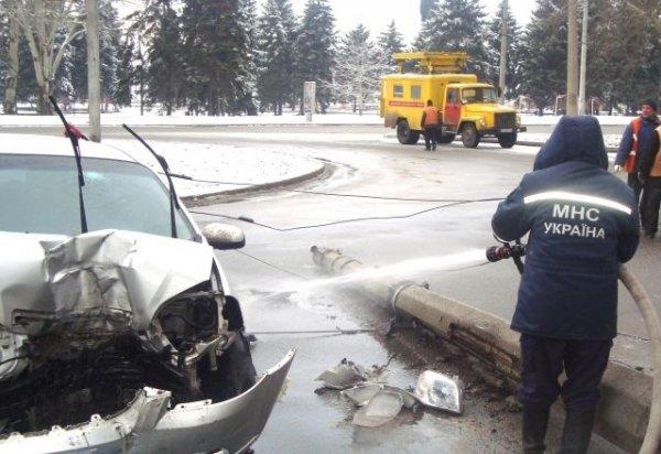 В Запорожье легковушка и троллейбус не поделили дорогу (ФОТО), фото-4