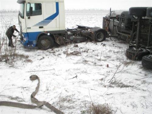 В районе пгт. Приазовское перевернулся грузовик (ФОТО), фото-1