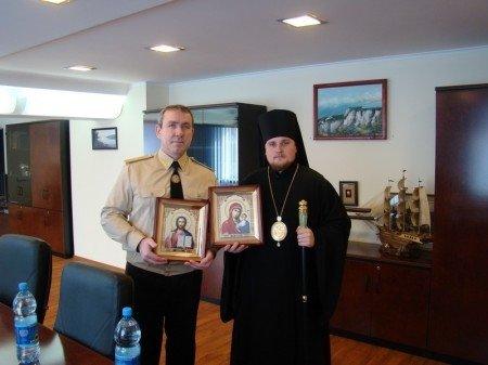 Епископ Иосиф поздравил начальника управления МЧС с присвоением специального звания, фото-1