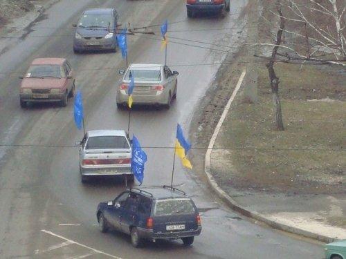 Сегодня в Луганске 45 машин гудят «за Януковича» (фото), фото-2