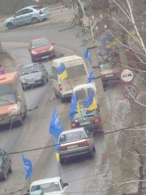 Сегодня в Луганске 45 машин гудят «за Януковича» (фото), фото-1