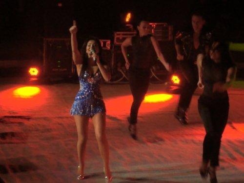 «Солнечный» концерт Ани Лорак согрел публику февральским вечером (фото), фото-1