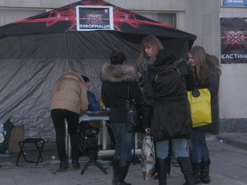 Кастинг талантов в Луганске: участники пели авторские песни и садились на шпагат (фото), фото-3