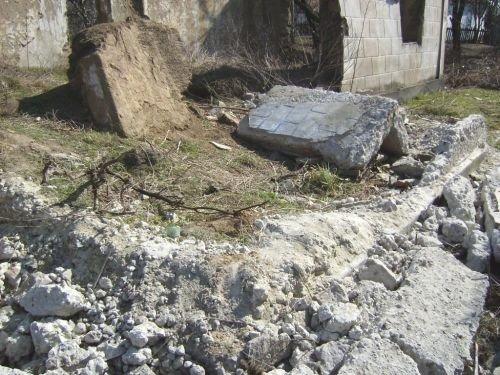 На двух малышей рухнула стена (ФОТО), фото-1