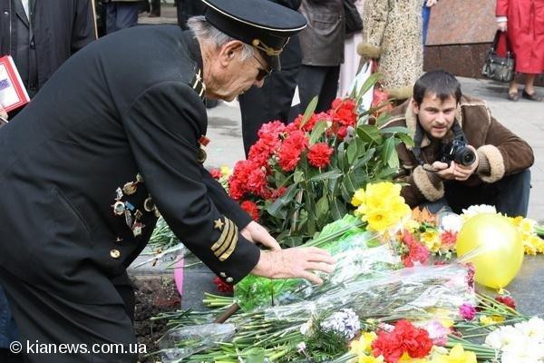 В Симферополе торжественно отметили  годовщину освобождения от  немецко-фашистских захватчиков, фото-2