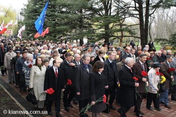 В Симферополе торжественно отметили  годовщину освобождения от  немецко-фашистских захватчиков, фото-1
