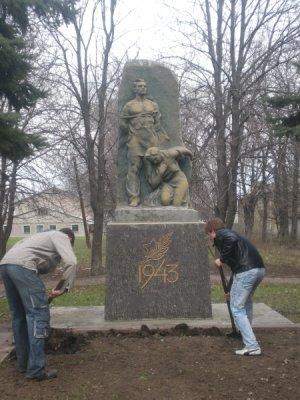 Памятники в Стаханове и Кировске ко Дню Победы готовы, фото-1