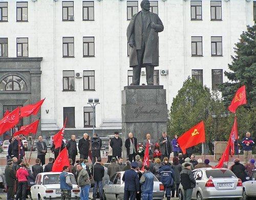 Ленина в день его 140-летия в Луганске сравнили с Христом, поставили в один ряд с Путиным (фото), фото-1