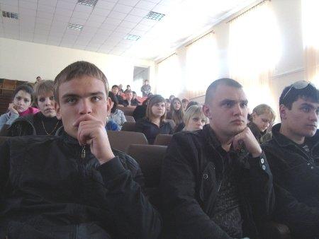 «Реквием из песка» и «Молодую гвардию» смотрели вчера студенты Луганского колледжа (фото), фото-1