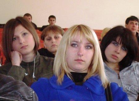 «Реквием из песка» и «Молодую гвардию» смотрели вчера студенты Луганского колледжа (фото), фото-2
