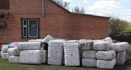 На Луганщине накрыли склад контрабандных спортивных костюмов (фото), фото-1
