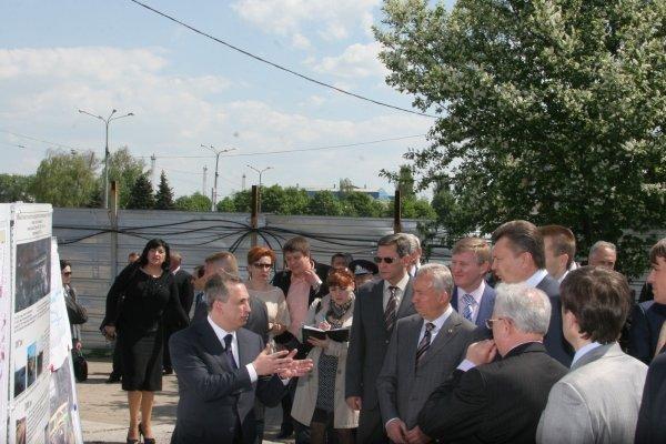 Янукович в Донецке  поздравил Ахметова и осмотрел аэропорт (фото), фото-4