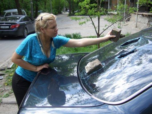 Машину известной в Донецке писательницы, написавшей песню на слова Ахметова вчера разбили фанаты (фото), фото-2