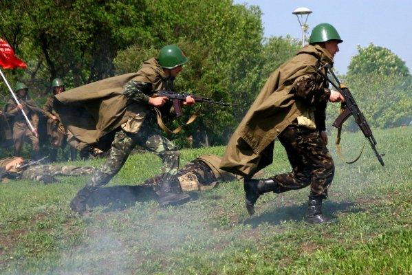 В Донецке отметили 9 мая взятием Берлина (фото), фото-2