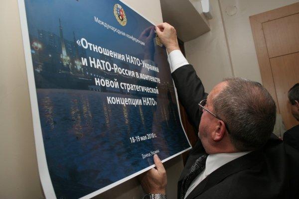 ПСПУ в Донецке пресекло  попытку Януковича подложить Медведеву «натовскую свинью»   (фото), фото-2