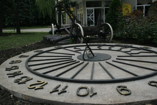 В центре Донецка установили солнечные часы (фото), фото-1