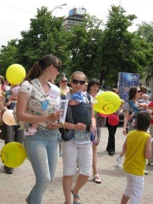 В центре Луганска прошел парад молодых мам (фото), фото-1