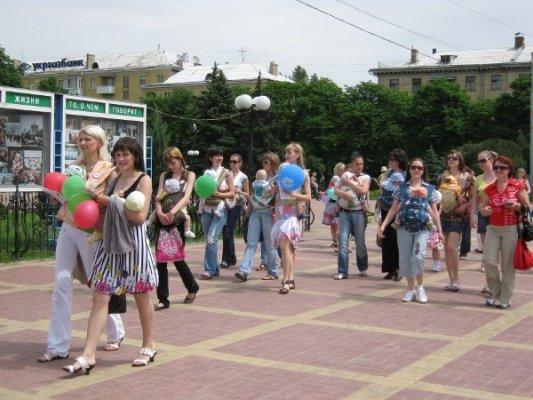 В центре Луганска прошел парад молодых мам (фото), фото-3