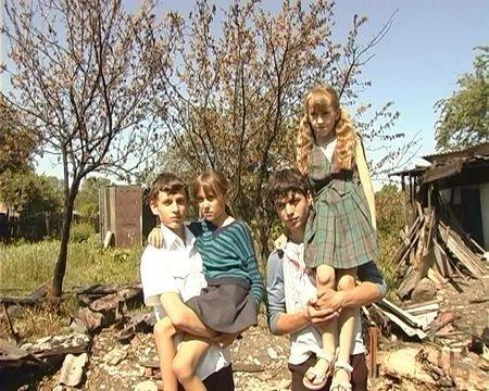На Луганщине подростки вытащили из огня семью из 7 человек (фото), фото-1