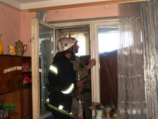 Вчера МЧСники тушили пожар в 9-этажке (ФОТО), фото-2