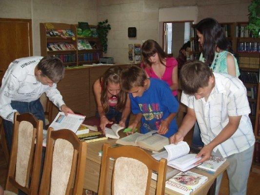 Луганские школьники занимались «Библиодрайвом» (фото), фото-1