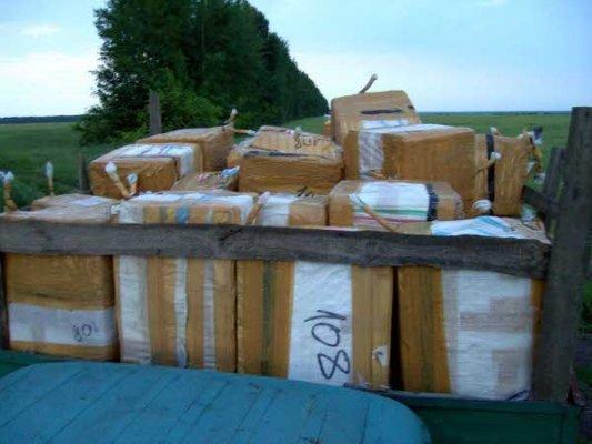 Житель Луганщины пытался вывезти в соседнее государство грузовик с китайским ширпотребом (фото), фото-2