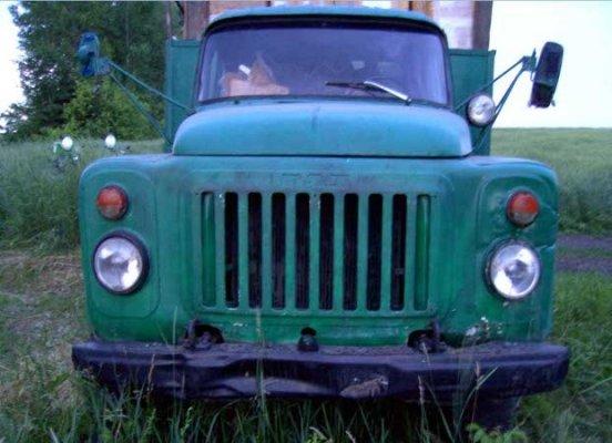 Житель Луганщины пытался вывезти в соседнее государство грузовик с китайским ширпотребом (фото), фото-1