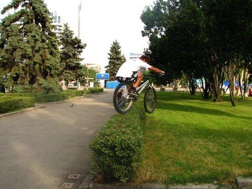 Молодежь боролась с наркотиками велосипедами, огромными башмаками и подниманием гирь (ФОТО), фото-1