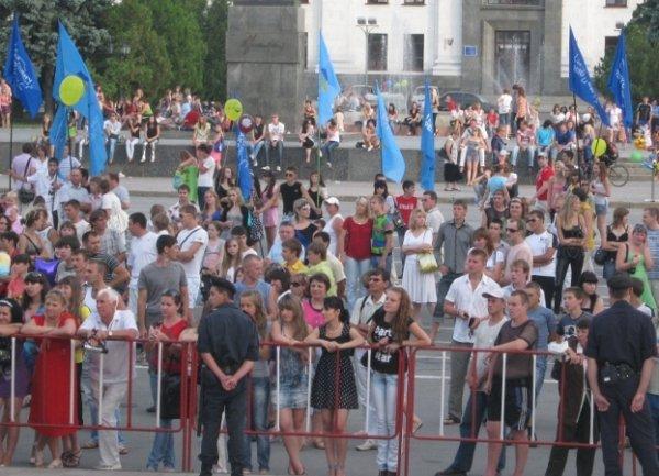 День молодежи по-лугански: скромный салют и максимум милиции (фото), фото-4