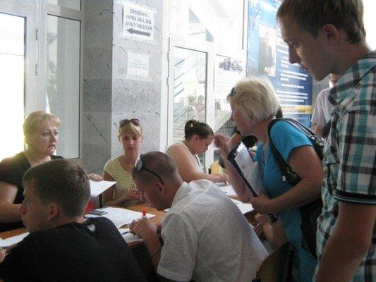 С 15 июля абитуриенты штурмуют приемные комиссии луганских вузов (фото), фото-2