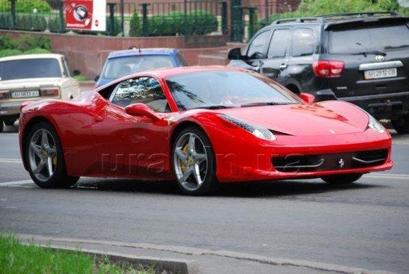 За рулем уникальной Ferrari 458 по Донецку ездит Разван Рац (фото), фото-2