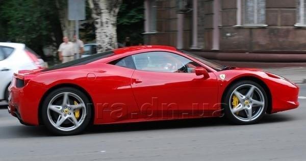 За рулем уникальной Ferrari 458 по Донецку ездит Разван Рац (фото), фото-1