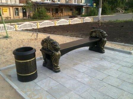 В жилмассиве Солнечный установили первую  лавочку с головами львов, фото-1