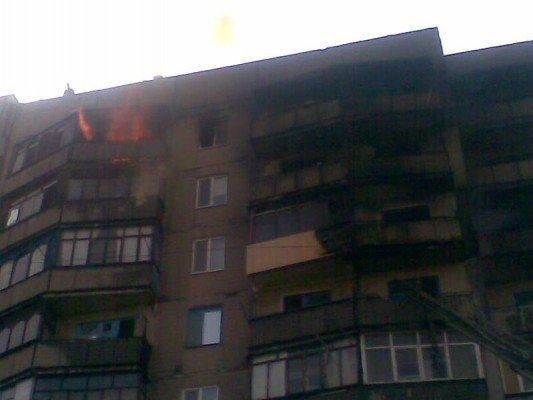 Пожар в Селидово, уничтоживший 26 квартир, начался из-за «долбодятла», который кинул окурок (фото), фото-1