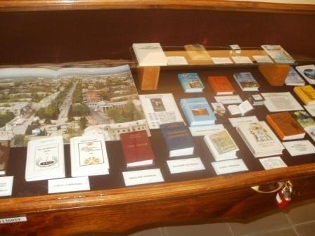 Горловский музей миниатюрной книги поздравили с новосельем, фото-2